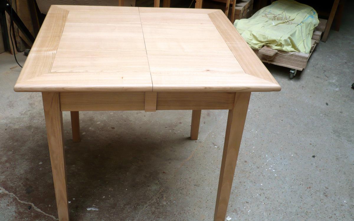 Cuisine bois meubles formes marianne cantacuz ne for Table cuisine 75 x 75